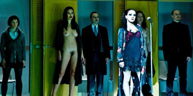 Volkstheater: Bare Busen bei Brecht