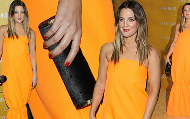 Drew Barrymore in einem 'Müll-Kleid'