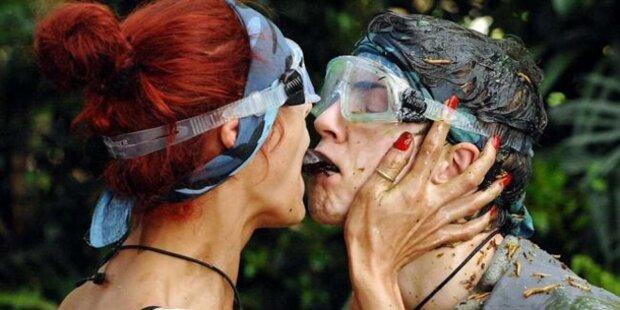 Joey und Fiona mit  Ekel-Hochzeits-Kuss