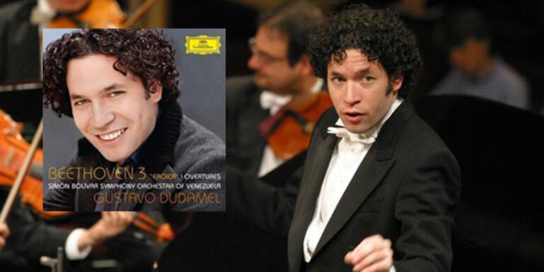 """Der aus Venezuela stammende Stardirigent Gustavo Dudamel bringt dieser Tage (15. Juni) sein neues Meisterwerk auf den Markt. Der Dirigent gibt sein Bestes zu Beethovens Sinfonie Nr. 3 """"Erocia""""."""