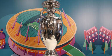 UEFA plant mit Fans - Vier Standorte wackeln