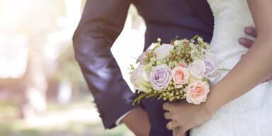 Ehe-Schock: Frau ist Mutter von Braut und Bräutigam