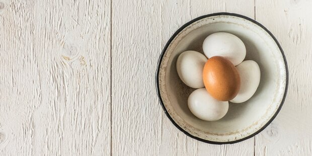 Der schnellste Weg, um Eier zu schälen