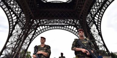 Eiffelturm Soldaten