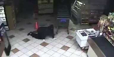 Einbrecher kriechen in Supermarkt