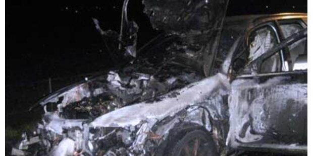 Luxusauto geriet in Brand und schmolz