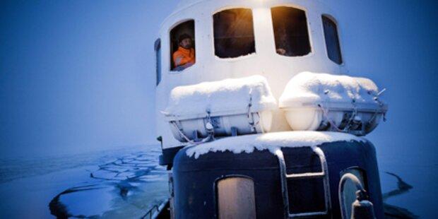 500 Seeleute sitzen im dicken Eis fest