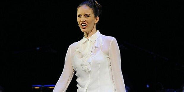 Annemieke Van Dam Singt