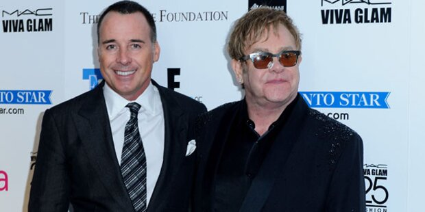 Elton John: Nachwuchs ist unterwegs