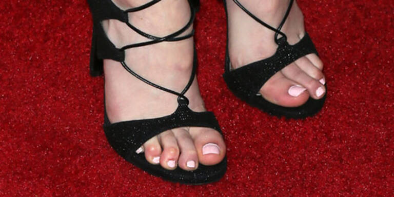 Welcher Promi leidet solche High Heel-Qualen?