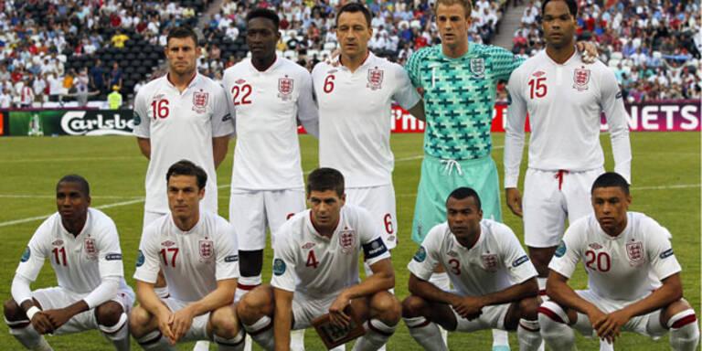 Panne! Nur zehn Engländer auf Mannschaftsfoto