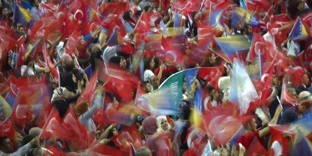 Drei Menschen bei AKP-Wahlkampfveranstaltung in Türkei erschossen