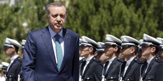 Erdogan bildet nach Skandal Kabinett um