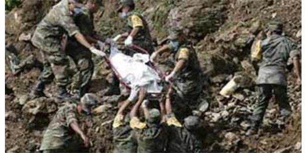 Mindestens 26 Tote nach Erdrutsch