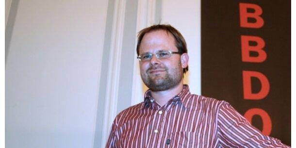 Niki Ernst neuer Account Director