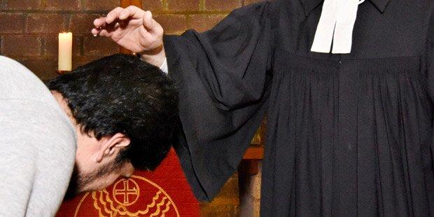 Immer mehr Flüchtlinge lassen sich taufen