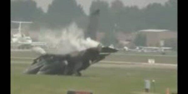 Crash bei Flugshow: F16-Jet fängt Feuer