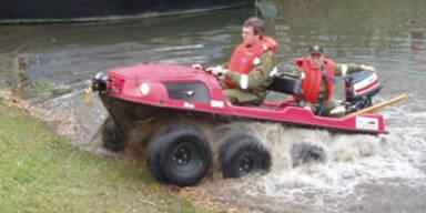 Erstes Feuerwehr-Auto Österreichs, das schwimmt
