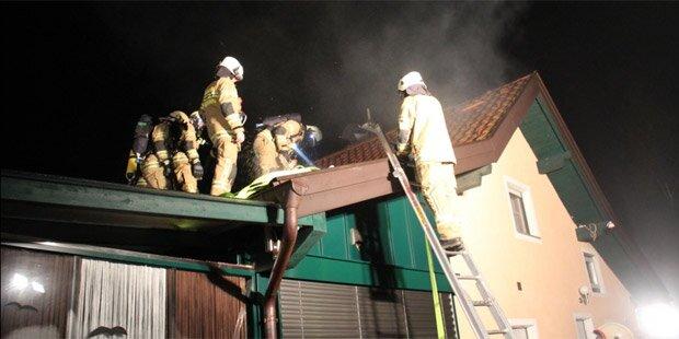 Dachstuhlbrand: Ehepaar geweckt & evakuiert