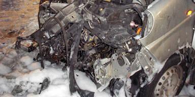 Auto in Flammen: 24-Jährige gerettet