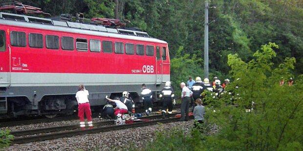 Teenie-Tragödie auf den Bahngleisen