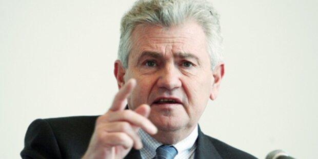 Wilder Streit um Mölzers NS-Sager