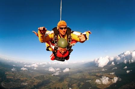 Fallschirm Tandem Österreich.jpg