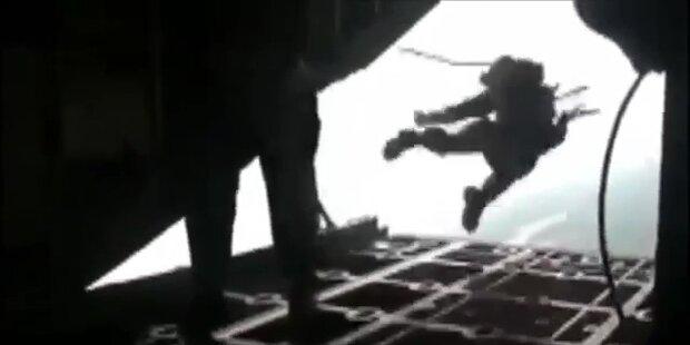 Passagiere retten sich mit Fallschirm