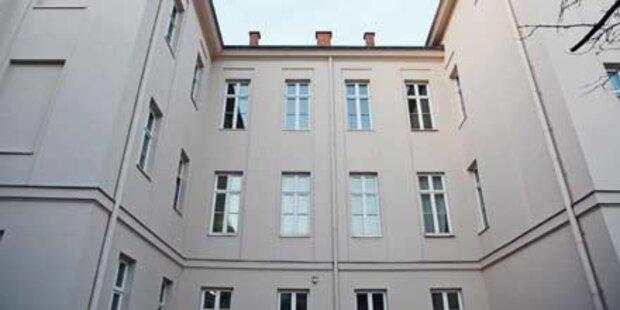 Schüler stürzt in Gymnasium aus Fenster