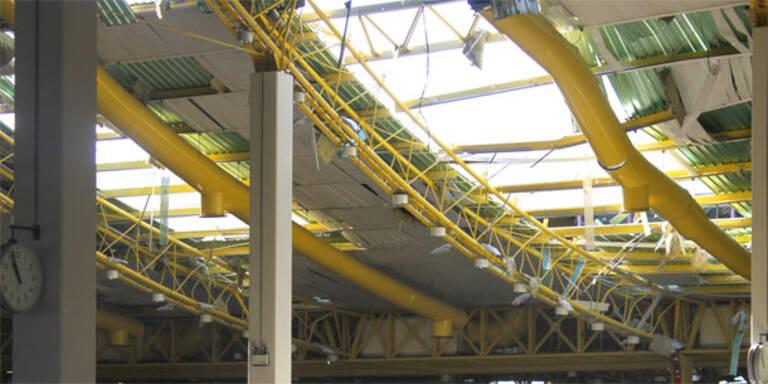 Sturm riss Flughafen-Dach in Faro ab