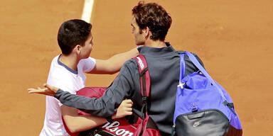 Federer-Fan stürmt auf Center Court