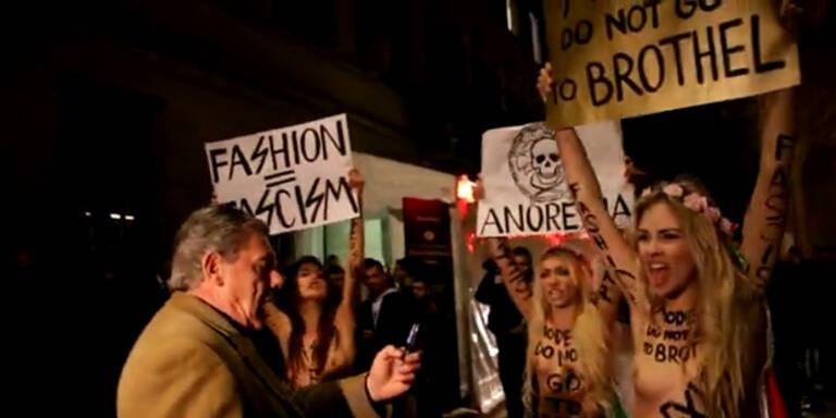 Mailand: Nacktproteste vor Versace Show