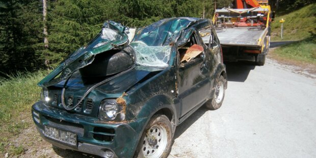 82-Jähriger stürzt mit Jeep 30 Meter ab