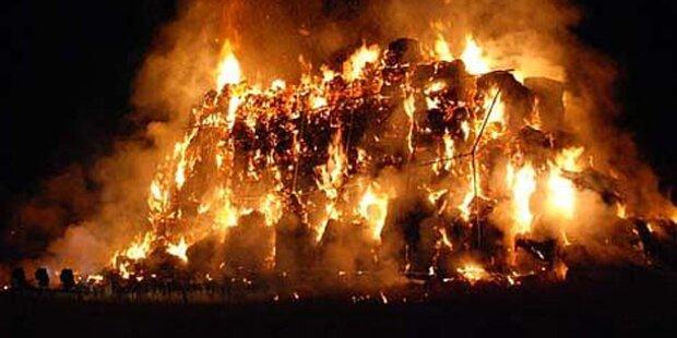 Turm aus 700 Strohballen abgebrannt