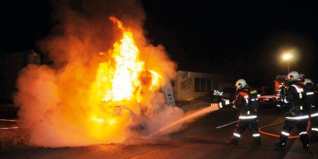 Abschlepp-Wagen ging in Flammen auf