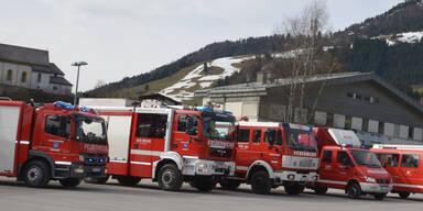 Feuer von brennendem Gartenhaus griff in Tirol auf Wohnhaus über