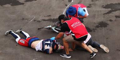 BMX-Star Connor Fields wird nach einem Sturz medizinisch betreut