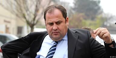 Finanzminister will alle Geschäfte prüfen lassen