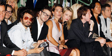 Fiona sitzt bei Fashion Week neben Justin