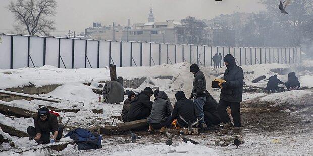 Flüchtlinge erfrieren vor Tor zur EU