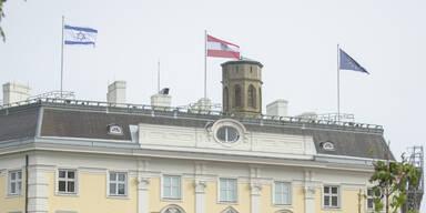 Kurz und Schallenberg lassen israelische Fahne hissen