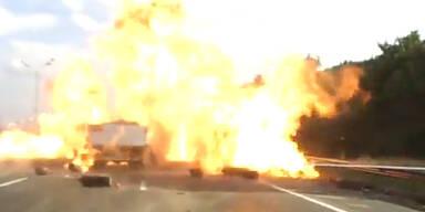 Russland: Flammenhölle auf der Autobahn