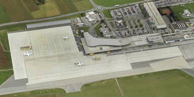 Russe sperrte sich am WC ein: Airbus musste in Graz landen