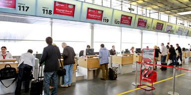 Deckenteil bei Gate auf Flughafen Wien abgestürzt