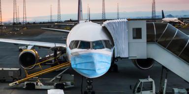 Flugzeug mit Maske