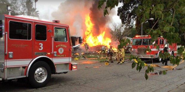 Horror-Crash in Kalifornien: Flugzeug kracht in Wohnhäuser