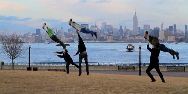Fliegende Gestalten über New York