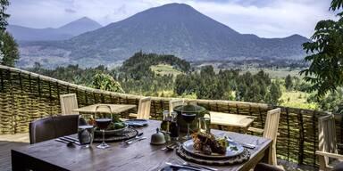 Frühstück mit Aussicht in der Bisate Lodge