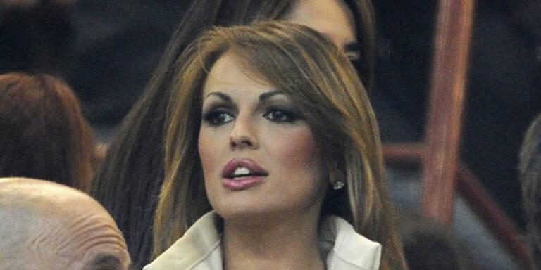 Ist Berlusconis Lebens-Gefährtin lesbisch?