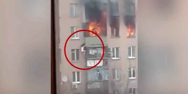 Flammenhölle: Frau stürzt aus 8. Stock und überlebt